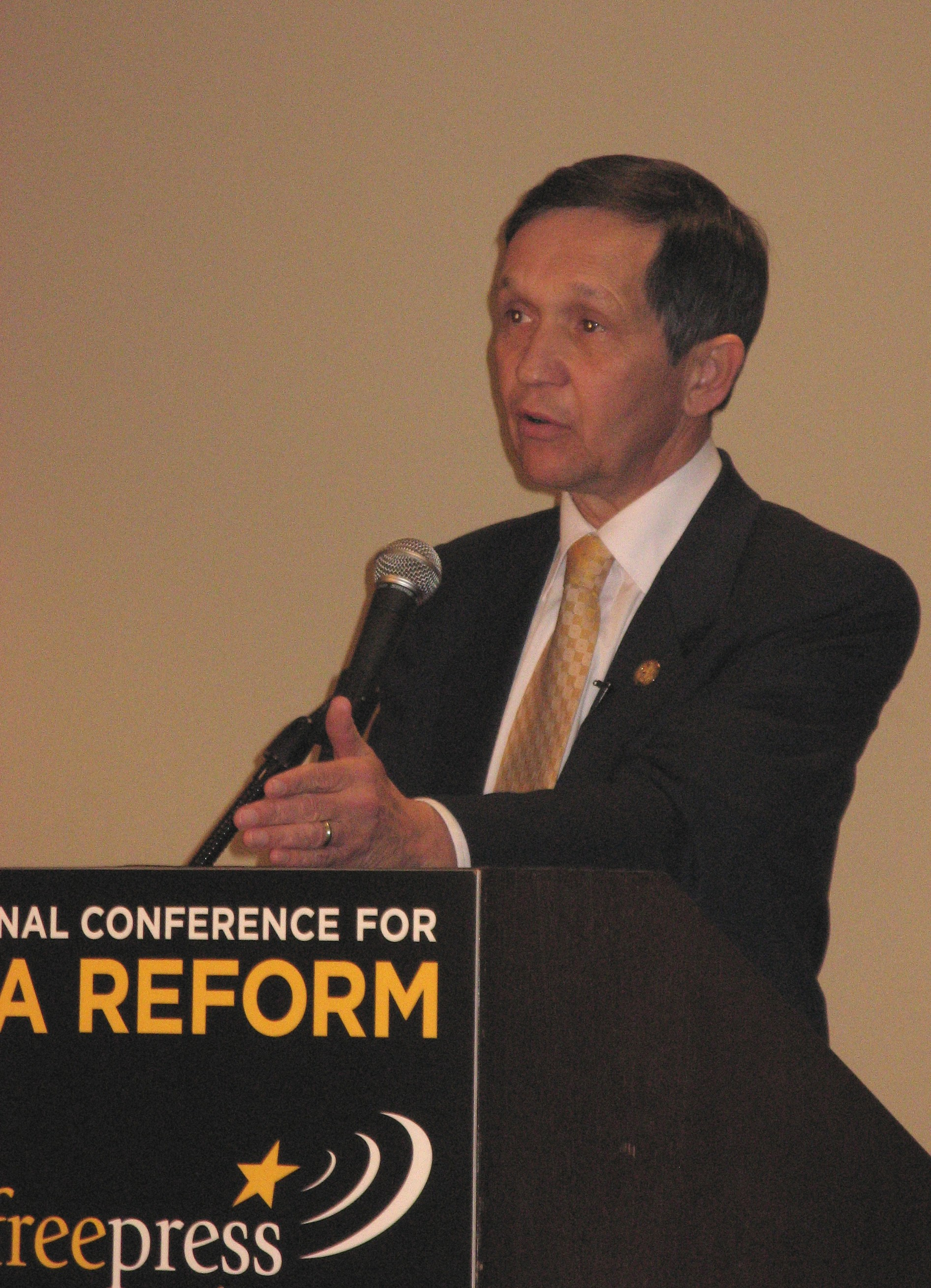 http://dangerousintersection.org/wp-content/uploads/2007/01/kucinich1.jpg